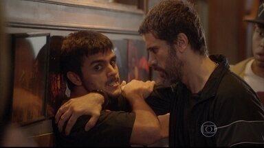 Malhação - capítulo de terça-feira, dia 19/08/2014, na íntegra - Cobra insiste que Bárbara fique com ele