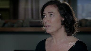 Maria Marta pressiona Zé Alfredo a revelar se tem amante - Esposa revela ao Comendador o teor do sonho que teve durante a noite