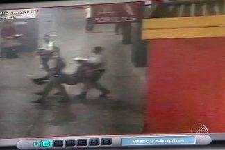 Adolescente agride funcionários do Juizado de Menores, em Salvador - Jovem agrediu funcionários com canivete; veja na reportagem.