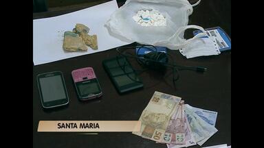 Mulher é presa por tráfico de drogas em Santa Maria (RS) - A mulher foi presa ao desembarcar de um ônibus na rodoviária.