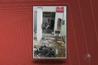 Bandidos explodem caixas eletrônicos em Nova Itarana - Eles também atacaram a agência dos Correios da cidade.