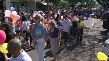 Centenas de pessoas protestam contra a violência infantil em Cianorte e Umuarama - Elas participaram de passeatas pelas principais ruas das cidades.