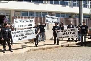 Advogados realizam manifestação pelo envio de um Juiz Titular para Monte Azul - Vários processo estão parados no fórum esperando uma sentença.