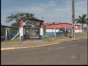 Problemas em escola do Bairro Morada do Sol são resolvidos - Mato alto e acúmulo de lixo causavam incômodo aos moradores.
