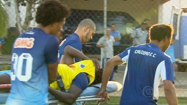 Tinga quebra a perna durante treino e só volta a jogar em 2015 - Volante Tinga quebra a perna durante treino e só volta a jogar em 2015