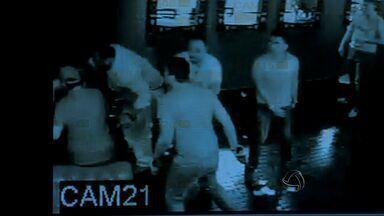 Parentes de empresário baleado em boate exigem punição a policial suspeito - Familiares do homem que levou um tiro no peito dentro de uma boate de Cuiabá na madrugada da última sexta-feira (22) exigem que o policial apontado pela Polícia Militar como responsável pelo disparo seja punido.