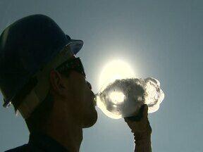 Tempo seco e calor causam efeitos ruins para a saúde - A umidade relativa do ar chegou à 29% e a previsão de chuva é para segunda-feira (25).