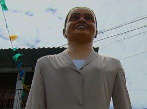 Candidata à Presidência, Marina Silva tem ações de campanha no Recife - Primeiro compromisso nas ruas ocorreu em Casa Amarela. Boneca gigante da candidata foi levada às ruas.