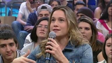 Fernanda Gentil comenta gafe histórica na Copa de 2010 - Jornalista tentou cumprimentar um ceguinho durante programa
