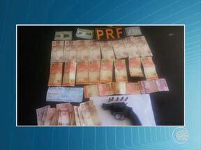 Servidores da Fazenda e PM são presos por suspeita de extorsão - A suposta extorsão aconteceu na rodovia que liga Sussuapara à Picos.Segundo a PRF, fazendários exigiram dinheiro para não expedirem multas.