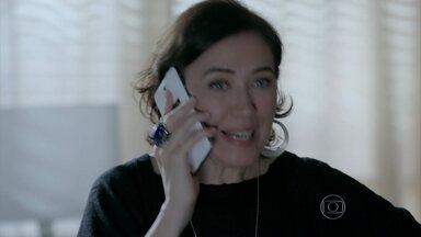 Maria Marta quer saber como fica a situação de José Pedro - Por telefone, o delegado diz que o caso será arquivado
