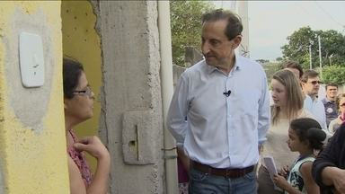 Paulo Skaf visita bairro da periferia de Jacareí - O candidato conversou com os eleitores e com as crianças. Os moradores pediram asfalto nas ruas e uma creche.