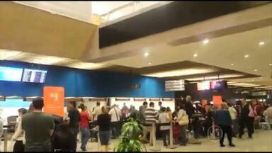 Cancelamento de voo causa transtornos no Aeroporto de Confins - Passageiro fez vídeo de tumulto no local.