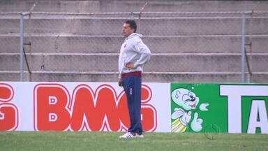 Diretoria do Paraná Clube procura novo treinador - Jogadores foram surpreendidos com a saída de Claudinei Oliveira, que foi para o Atlético-PR.