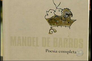 """Dica de leitura para quem gosta de poesia - A dica é o livro """"Poesia Completa"""", de Manoel de Barros."""