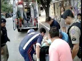 Homem de 78 anos é atropelado no centro de Governador Valadares - Idoso foi atingido por um ônibus escolar.
