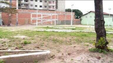 Moradores de Ilha dos Bentos pedem melhorias em praça, no ES - A prefeitura de Vila Velha havia prometido realizar a reforma na praça do bairro.