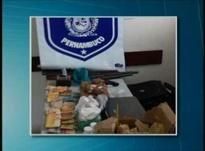 Mais de 20kg de crack e quase R$ 11 mil são apreendidos na 'Arcoverde 4' - Operação obteve ainda 1,2kg de pasta base de cocaína e algumas armas.