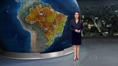 Frente fria chega ao Brasil neste sábado (6) - Com isso, o Rio Grande do Sul deve ter tempestades logo no começo do dia. Chove fraco entre o Rio Grande do Norte e o Rio de Janeiro.
