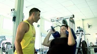 Veja como está Tatiana, que emagreceu 30 quilos para poder doar parte do fígado - Tatiana afirma que vai continuar na dieta e que a experiência mudou sua vida. João, que recebeu o fígado dela, se recupera bem, mas ainda está na UTI.