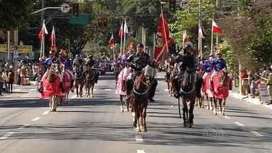 Desfile no feriado da Independência reúne 5 mil pessoas em Goiânia - A concentração ocorreu na Avenida Goiás e em seguida, o cortejo desceu toda a Avenida Tocantins, ambas no centro da cidade.