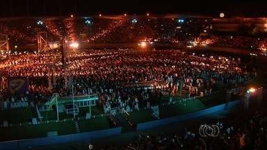 Milhares de fiéis participam da Conferência Radicais Livres, em Goiânia - Segundo os organizadores, o evento gospel reuniu cerca de 40 mil pessoas de várias idades e estados, que acompanharam mais de 9 horas de programação
