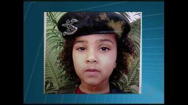 Menina de 7 anos atropelada enquanto andava de bicicleta é enterrada em São Mateus, ES - Acidente ocorreu no sábado (6), no interior do município.
