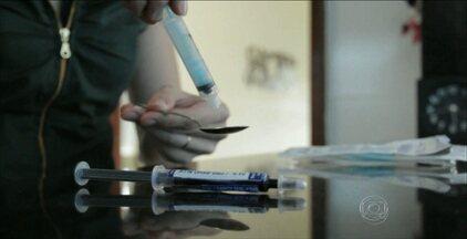 Uso do canabidiol volta a ser destaque nacional - Além de ajudar no tratamento de crises convulsivas, o medicamento derivado da maconha também pode minimizar os sintomas do mal de parkinson. Na Paraíba, pais propõem a legalização do remédio.
