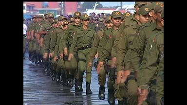 Milhares de pessoas acompanham desfile militar na orla de Santarém - Segundo PM, cerca de 8 mil pessoas acompanharam percurso na orla. Desfile Militar encerrou programação da Semana da Pátria no município.