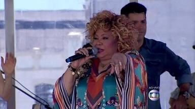 Alcione solta a voz na Bahia - Cantora canta 'Ilha de Maré' no Encontro