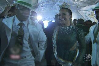 Claudia Leitte é coroada como rainha de bateria de escola de samba - Ela vai desfilar na escola e samba Mocidade Independente de Padre Miguel, no Carnaval do Rio de Janeiro do ano que vem.