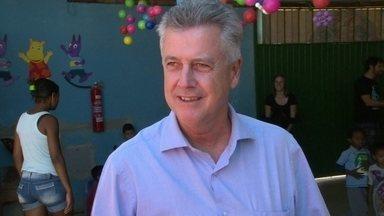 Veja como foi o dia de campanha de Rodrigo Rollemberg nesta terça-feira (9) - O centro da capital foi um dos locais escolhidos por Rodrigo Rollemberg para o corpo a corpo com os eleitores. O candidato do PSB também fez caminhada na Estrutural.