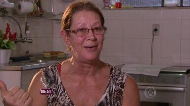 Dando um retoque na cozinha da Soraia - Técnica de enfermagem foi correndo para casa para ver a surpresa