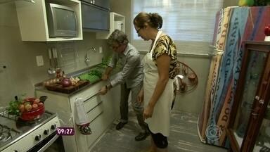 Reforma em 48h! Jairo De Sender 'Dando um Retoque' na cozinha - Arquiteto transforma a cozinha da auxiliar de enfermagem Soraia