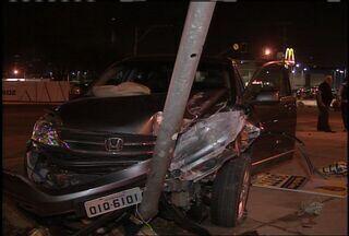 Acidente entre três carros deixa três pessoas feridas - Colisão ocorreu na Avenida Washington Soares, no Bairro Edson Queiroz.