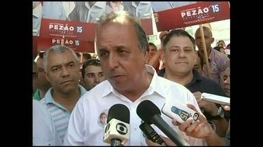 Pezão faz campanha em Itaperuna - Luiz Fernando Pezão fez campanha em Itaperuna nesta quinta-feira (11). Ele se reuniu com produtores rurais e discutiu as prioridades do setor. Ele também caminhou pelo comércio do município.