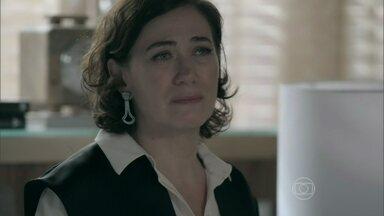 Maria Marta tenta não pensar no pedido de desculpas do marido - Ricaça volta para casa e humilha Danielle