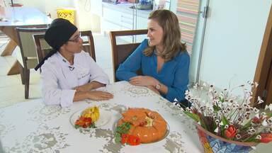 Aprenda receita de moranga recheada com camarão - Quem ensina prato é a vencedora do primeiro concurso 'Minha Receita, Minha Vida'