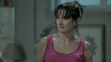 Magnólia conta para Cláudio que é mãe da amante de Zé Alfredo - Leonardo e o cerimonialista ameaçam denunciar Robertão para a polícia