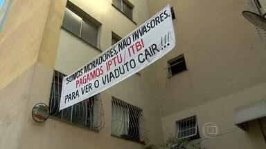 Moradores vizinhos de viaduto começam a deixar casas em BH - Alça será implodida neste domingo