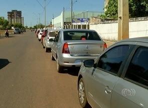 Consumidores de Palmas formam fila de mais de 2km por gasolina a R$ 1,48 o litro - Consumidores de Palmas formam fila de mais de 2km por gasolina a R$ 1,48 o litro
