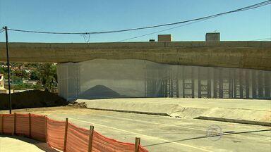 Vizinhos de viaduto deixam casas um dia antes da implosão em BH - Alça Norte do Viaduto Guararapes será demolida neste domingo