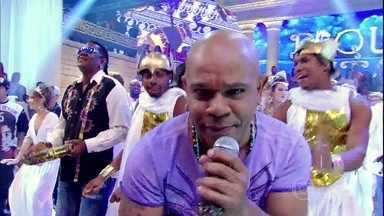 Terra Samba se joga com clássico 'Carrinho de mão' - Plateia faz coro com o grupo