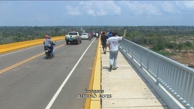 Apesar de inaugurada, ponte sobre o Rio Madeira não está iluminada e oferece riscos - No local não existe nenhuma sinalizalção ou iluminação.