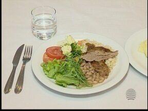 'Lanchinhos rápidos' podem fazer mal à saúde - Recomendação é evitar comidas como salgados.