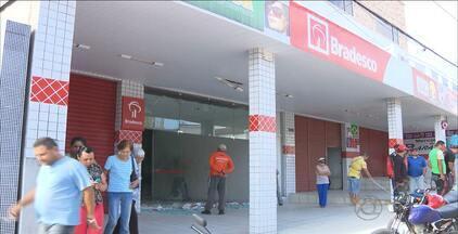Banco de Aroeiras tem caixas eletrônicos explodidos - Os caixas eletrônicos estavam vazios. Explosivos também foram instalados em outra agência, mas não foram detonados.
