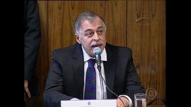 Paulo Roberto Costa fica calado em depoimento à CPI mista da Petrobras - O ex-diretor da Petrobras, Paulo Roberto Costa, preso na Operação Lava-Jato da Polícia Federal, foi à CPI mista que analisa casos de corrupção na estatal. Ele repetiu, 18 vezes, que não iria falar.