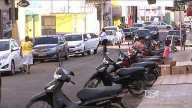 Em Balsas, estudantes de administração realizaram uma pesquisa sobre o trânsito da cidade - Em Balsas, estudantes de administração realizaram uma pesquisa sobre o trânsito da cidade. Eles constataram que a falta de vagas para estacionar é a principal reclamação dos motoristas.