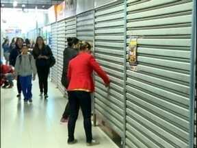 Comerciantes do Pop Center realizam protesto - Eles são contra a comercialização de quarenta novas bancas