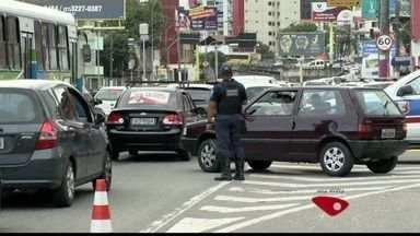 Batalhão de Trânsito do ES fiscaliza veículos parados na 3ª Ponte - Ação Civil do Ministério Público cita responsáveis pelo coletivo.